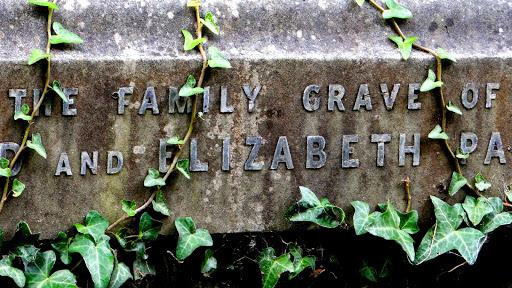 Ivy Grave Highgate Cemetery
